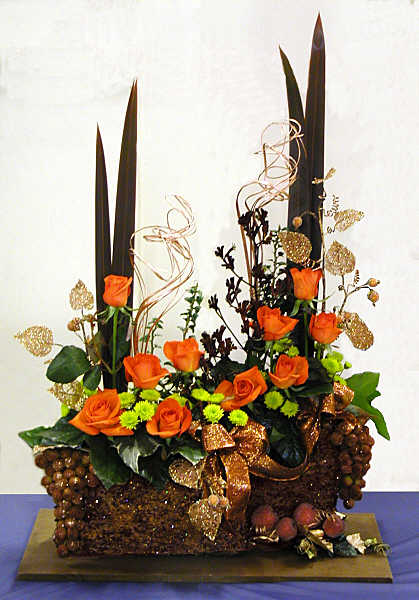 FLOWER ARRANGING BY CHRISSIE HARTEN CHRISTMAS ARRANGEMENTS